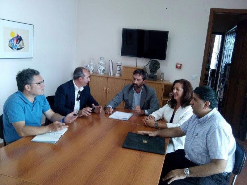 El presidente del Cabildo de Lanzarote, Pedro San Ginés se ha mostrado partidario de este tipo de turismo por su gasto en destino, antítesis de la fórmula del todo incluido.
