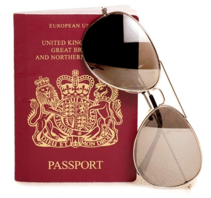 En Reino Unido, los ciudadanos no tienen un DNI que les permita viajar dentro de la Unión Europea y sólo pueden usar el pasaporte para salir al extranjero. #shu#