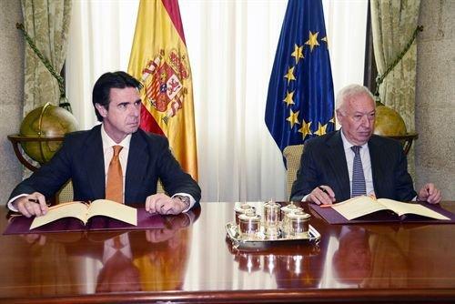 José Manuel Soria y José Manuel García-Margallo, en el Palacio de Santa Cruz, sede del Mnisterio de Exteriores. Foto: Juan Fernández -MINETUR-