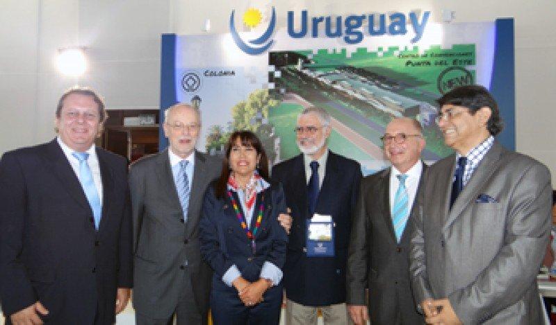Representación uruguaya y autoridades peruanas en FIEXPO 2014.