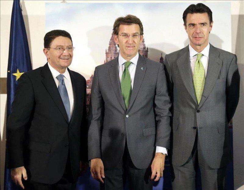 Taleb Rifai, Alberto Núñez Feijóo (presidente de la Xunta de Galicia) y el ministro de Industria, Energía y Turismo de España, José Manuel Soria.