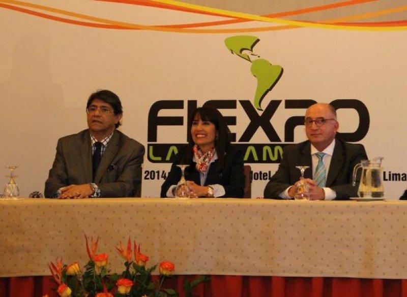 Carlos Canales (CANATUR); ministra de Turismo de Perú, Magalí Silva; y el presidente de ICCA, Arnaldo Nardone, en FIEXPO 2014.