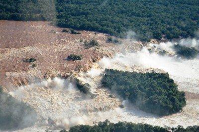 Cierran circuitos en Cataratas del Iguazú por la crecida del río