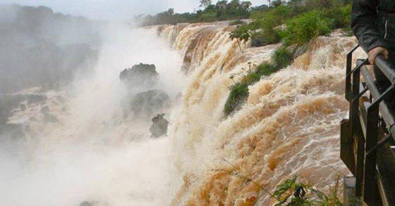 Los turistas ya pueden recorrer circuitos en Cataratas del Iguazú.