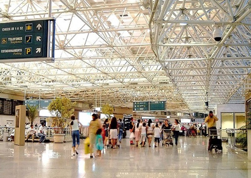 Funcionarios de los tres aeropuertos de Rio de Janeiro anunciaron un paro de 24 horas para la jornada inaugural del Mundial.