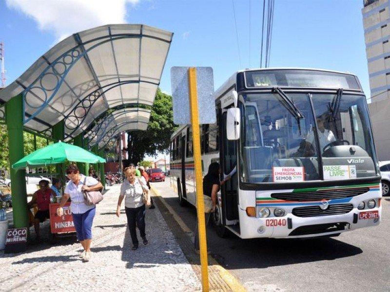 Sólo el 30% de los ómnibus de Natal circularán este jueves.