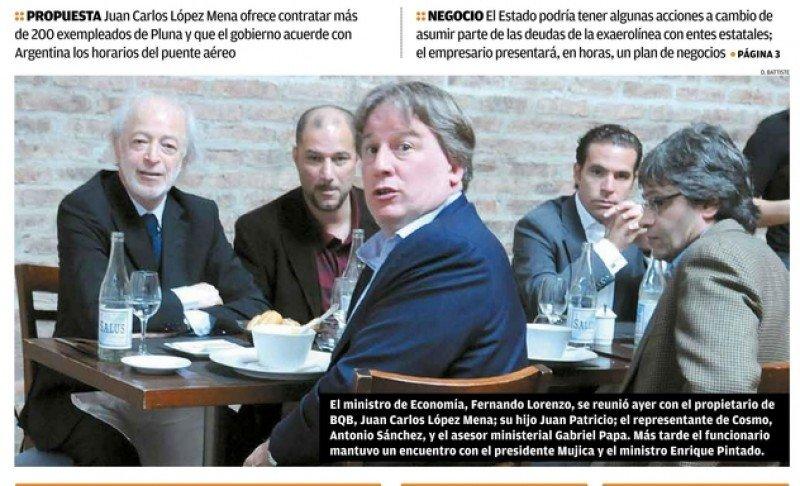 La famosa foto de El Observador que puso bajo sospecha toda la trama del remate: López Mena (padre e hijo), el ministro de Economía Fernando Lorenzo y Calvo Sánchez.
