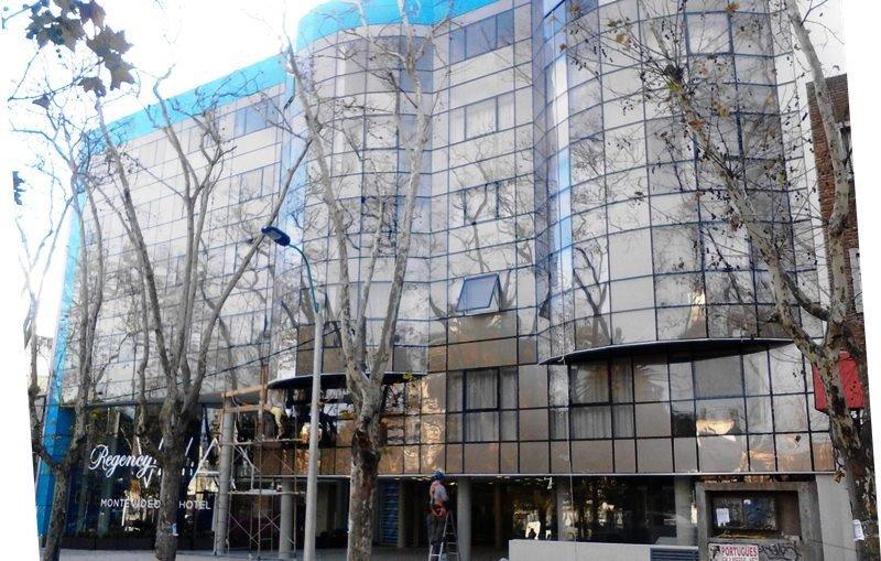Nuevo hotel de la cadena Regency, sobre la avenida Rivera, muy cerca del WTC y Montevideo Shopping.