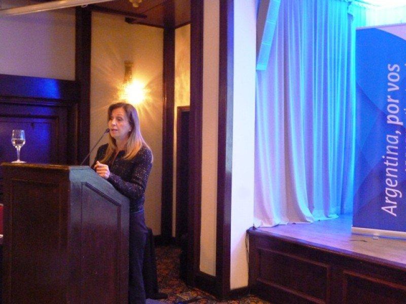 Graciela Mundialli, de Inprotur, coordinó las presentaciones de los distintos prestadores de salud.