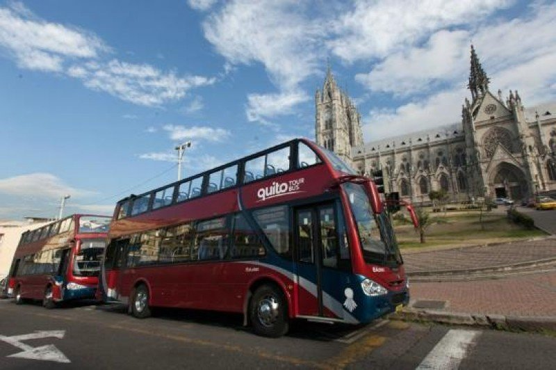 Buses turísticos en Quito.
