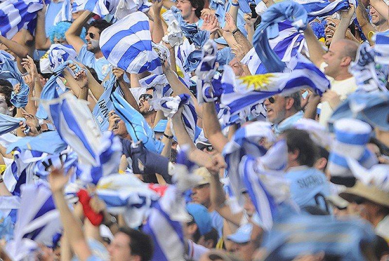 Miles de hinchas celestes han alentado a Uruguay en los estadios de Brasil. Foto: Tenfield