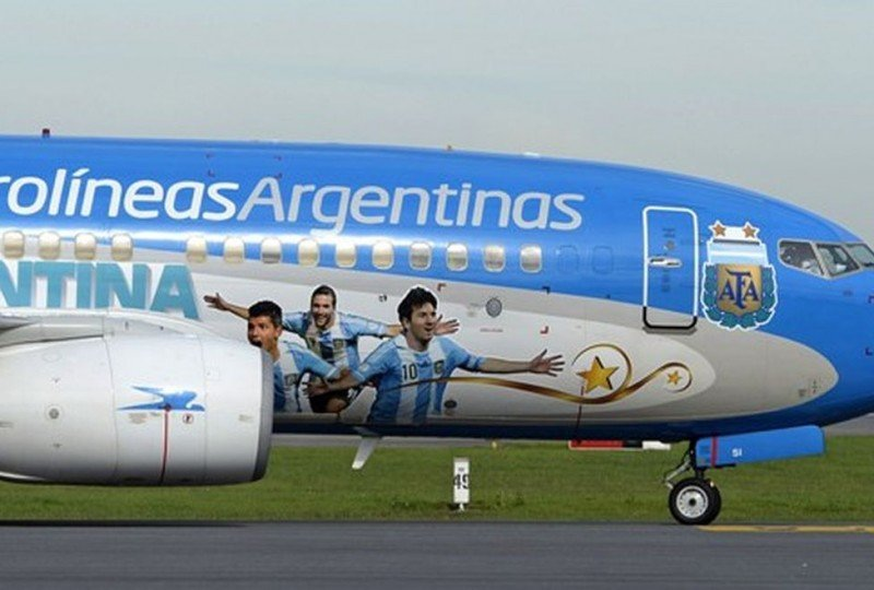 Aerolíneas Argentinas programa cinco vuelos especiales por el partido del martes