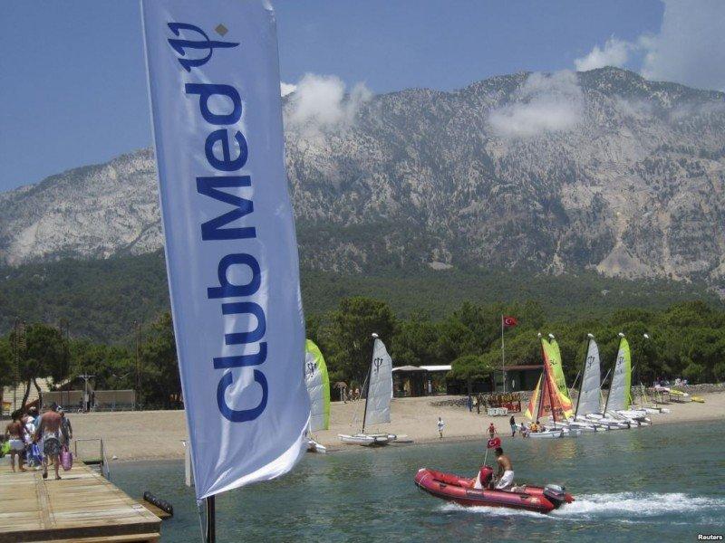 El dueño de PortAventura lanza una OPA por Club Med