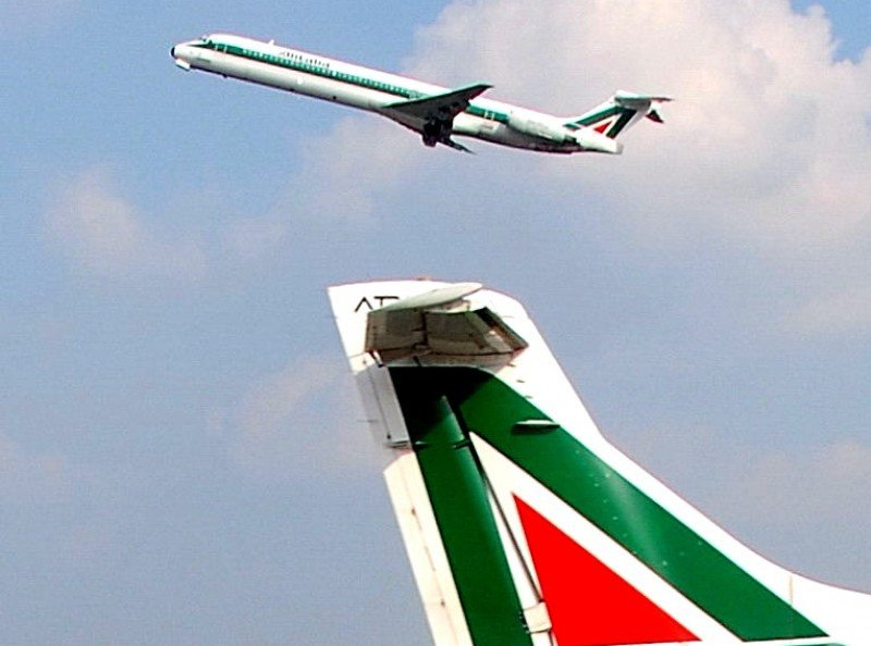 Pilotos y TCP de Alitalia, convocados a huelga