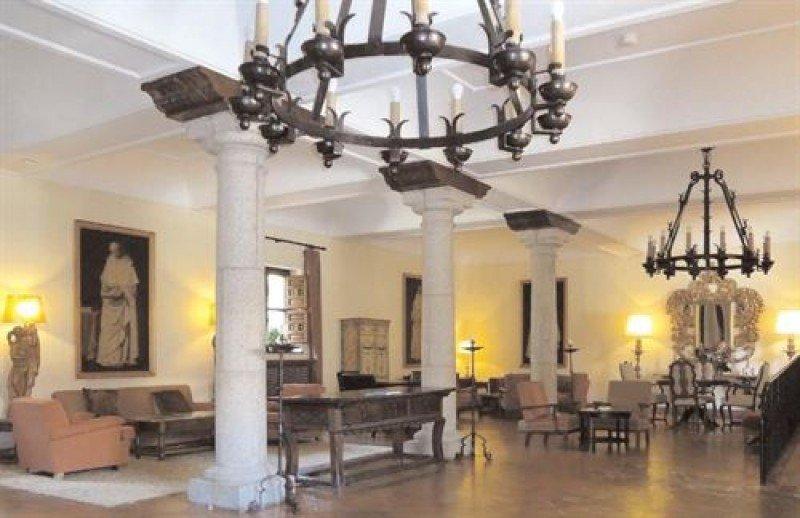 Subastan los muebles del hotel de El Paular