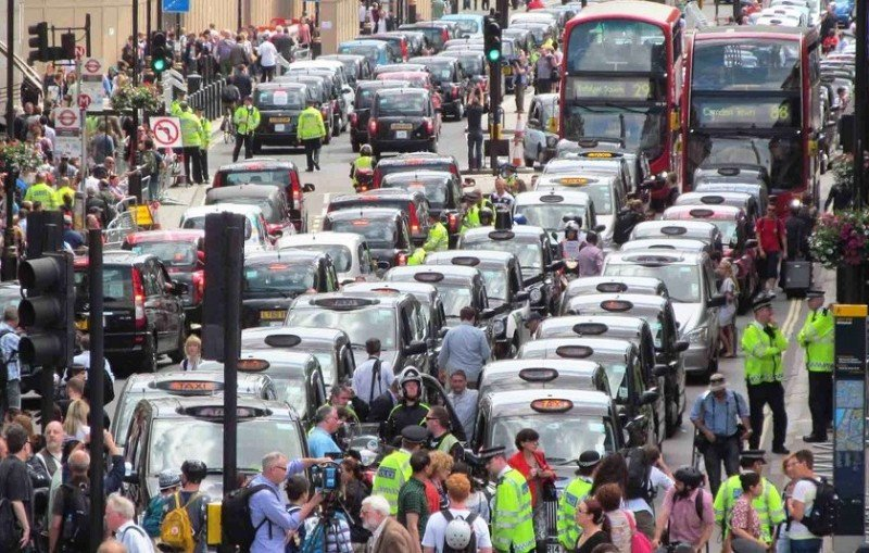 Protestas de los taxitsas de Londres en contra de Uber 11 de junio (Foto. Flickr, David Holt).