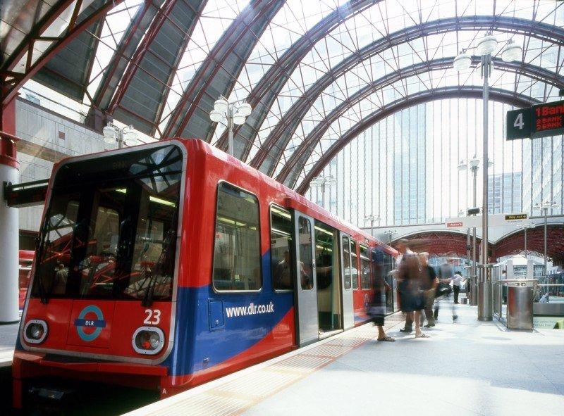 Ferrovial y Keolis gananla gestión y mantenimiento del tren ligero del Este de Londres