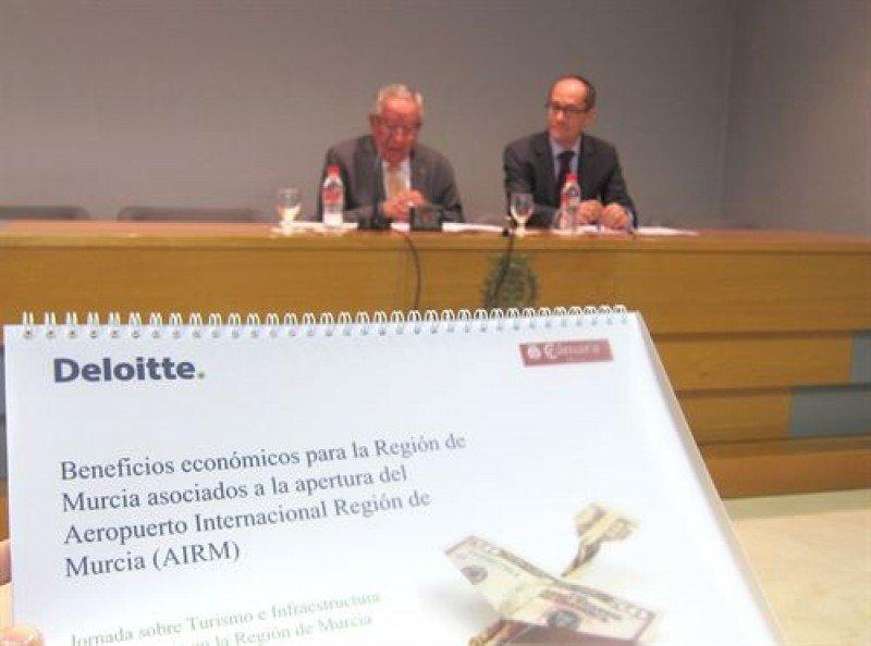 Dos aeropuertos en Murcia impulsarán el PIB turístico y crearán 4.000 empleos en 10 años