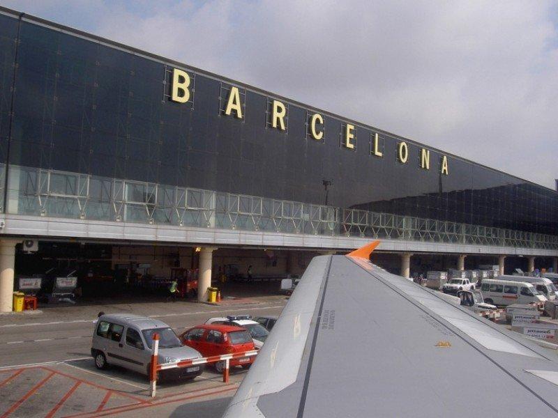 El Aeropuerto de Barcelona El Prat a poco más de 3.000 pasajeros de Madrid-Barajas.