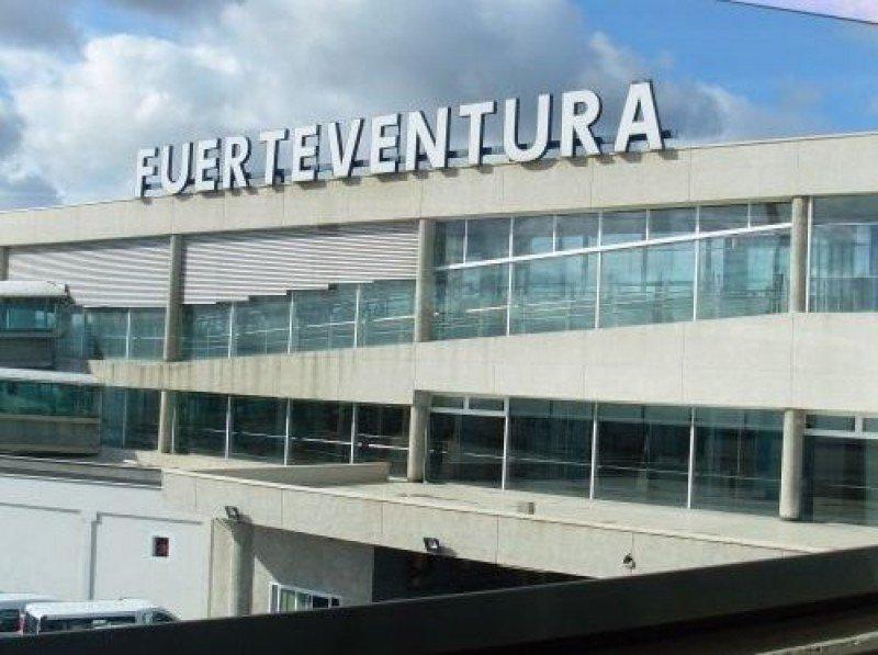 Todos los aeropuertos canarios reportaron significativos crecimientos de tráfico, colocándose a la cabeza el de Fuerteventura, con un 14,5% más.