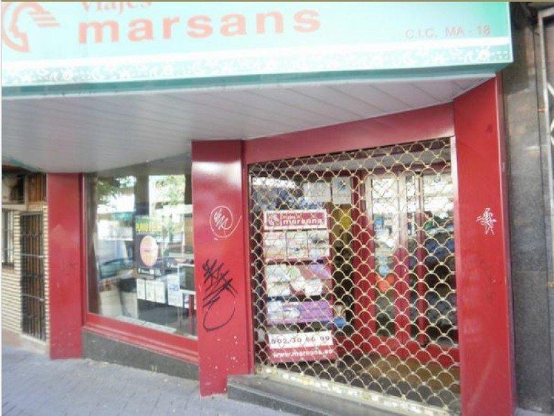 Oficina de Viajes Marsans cerrada tras la quiebra de la agencia, en 2010 (hoy es una oficina de Nautalia).