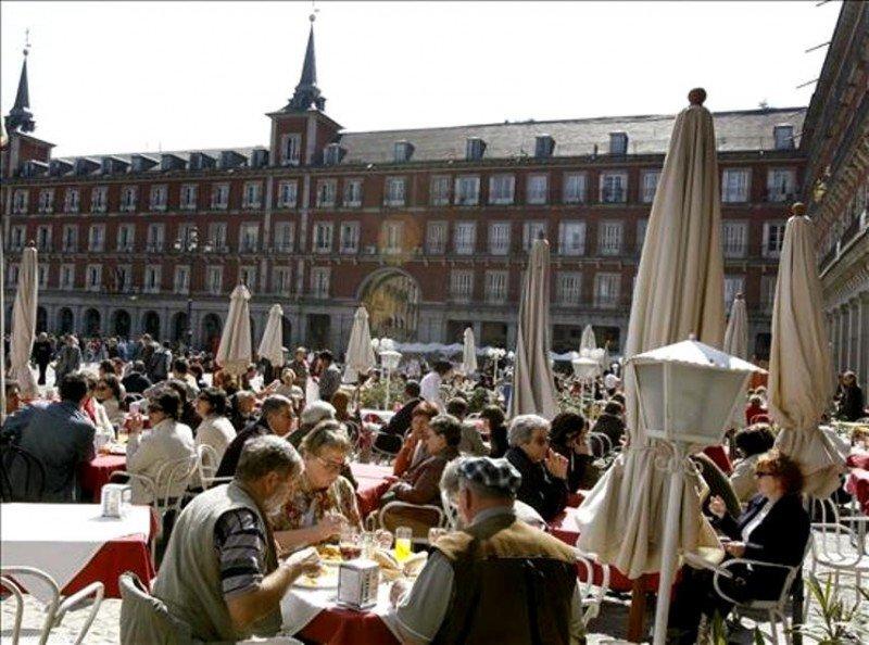 España recibirá 22,7 millones de turistas internacionales este verano, un 1,7% más