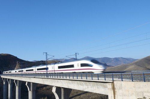 Un total de 8,58 millones de pasajeros utilizaron los servicios de AVE larga distancia en el primer semestre. #shu#