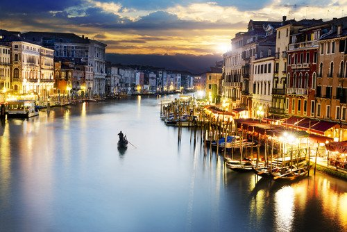 El nuevo hotel está situado frente al Gran Canal de Venecia. #shu#
