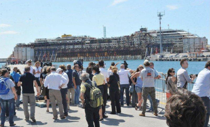 El Costa Concordia ya está en Génova. Foto: Efe.