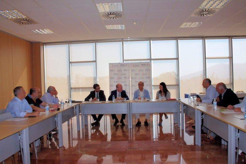 La Asociación también les ha hecho llegar su batería de medidas al consejero de Economía, Industria, Turismo y Empleo, Máximo Buch, y al director general de Turismo, Sebastián Fernández.