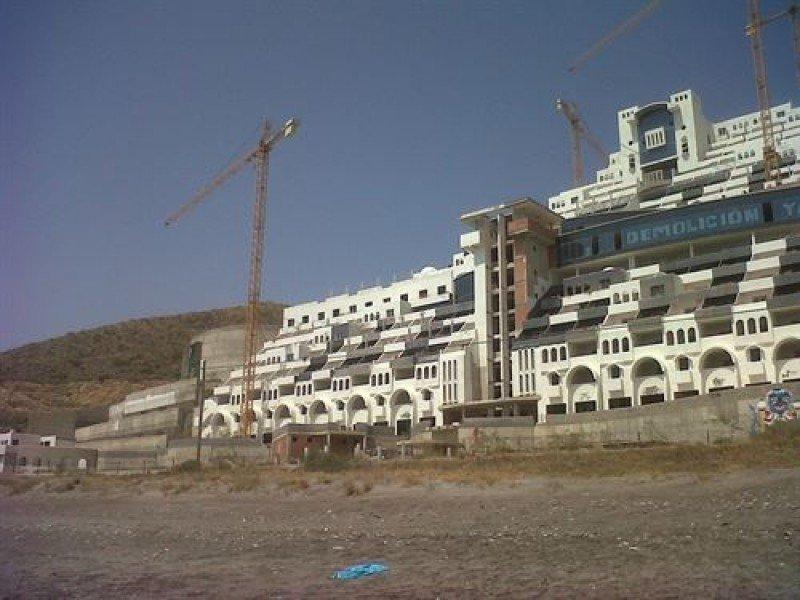El TSJA dice que la licencia del hotel El Algarrobico es legal