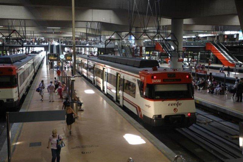 Los servicios mínimos garantizan la circulación del 77% de los trenes de AVE y Larga Distancia, el 65% de los de Media Distancia y entre el 50% y el 75% de los Cercanías.