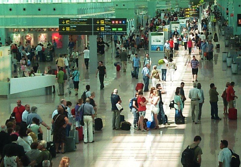 Pasajeros en el aeropuerto de Barcelona.