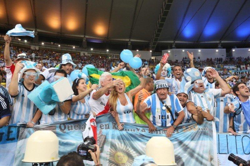 La hinchada argentina se hizo notar en los estadios de Brasil. #shu#