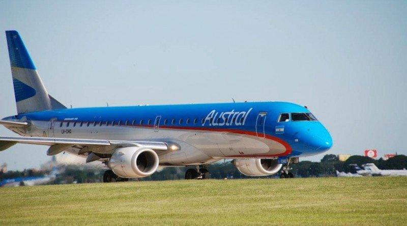 Embraer de la compañía Aerolíneas Argentinas-Austral.