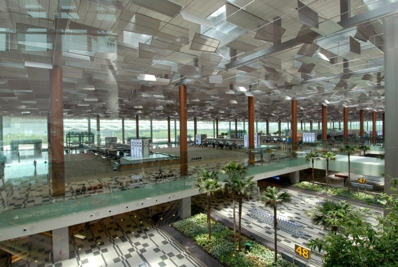 El aeropuerto Changi de Singapur, uno de los mejores del mundo, también está ampliando sus instalaciones para acoger 82 millones de pasajeros en 2017.