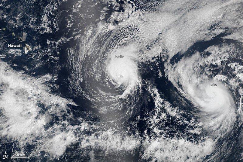 Los huracanes Iselle y Julio. Imagen: NASA