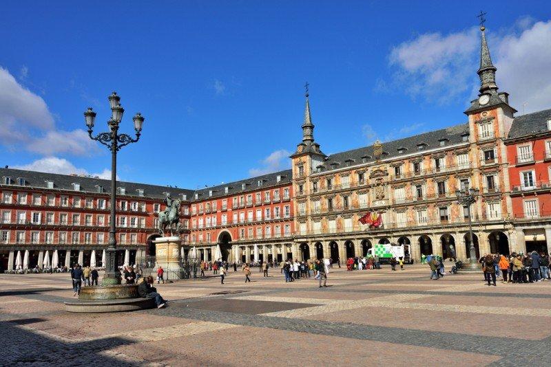 La Plaza Mayor de Madrid recibe cada año a 10 millones de personas. Oleg Znamenskiy / #shu#