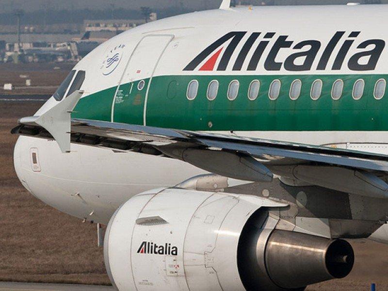 Italia y Etihad firman la compra del 49% de Alitalia