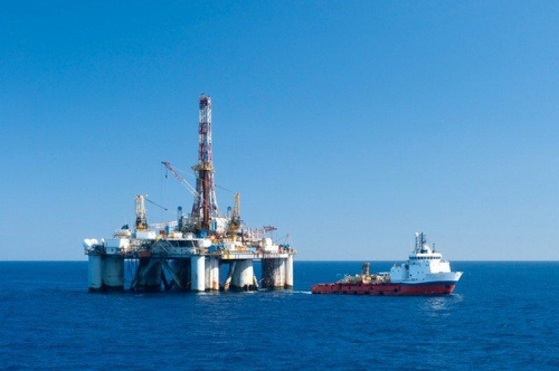 Imagen de una plataforma marina de extracción de petróleo. #shu#