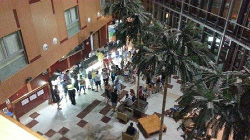 La Policía Local tuvo que personarse en la recepción del Hotel Vita Bellavista de Roquetas. Foto: Europa Press.