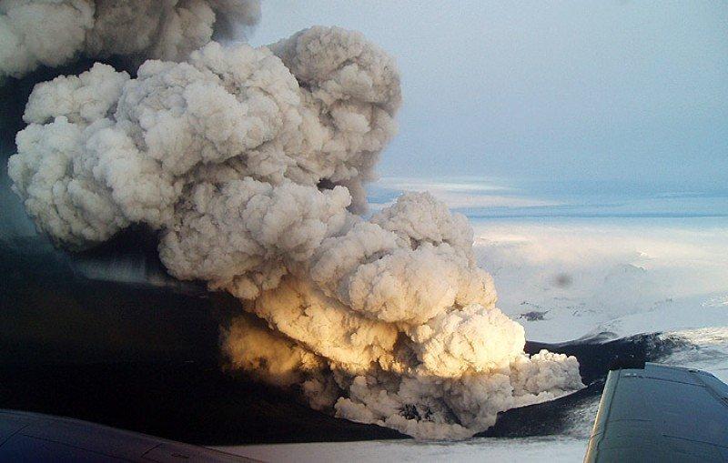 Alerta naranja a la industria aérea por nuevas erupciones volcánicas