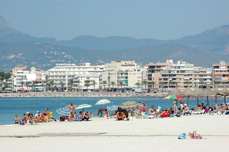 Palma de Mallorca aplica a destajo la ordenanza antibotellón y trileros