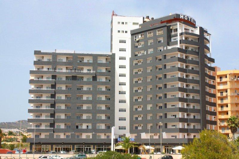 Denuncian más de 20 infracciones laborales en un hotel de Calpe