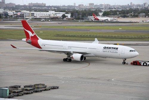 Qantas anunció en febrero un recorte de 50 aviones. #shu#
