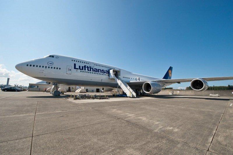 El Boeing 747-8 mide 76,3 metros de largo y tiene capacidad para 364 pasajeros.