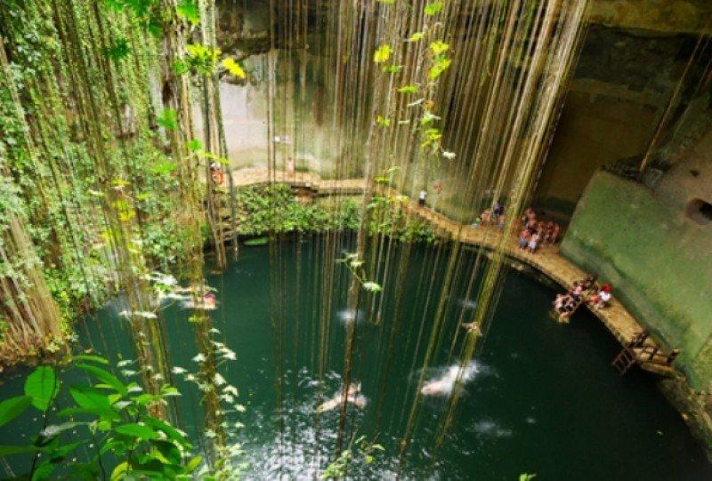 Cenote de Ik Kil, cerca de Chichén Itzá. #shu#