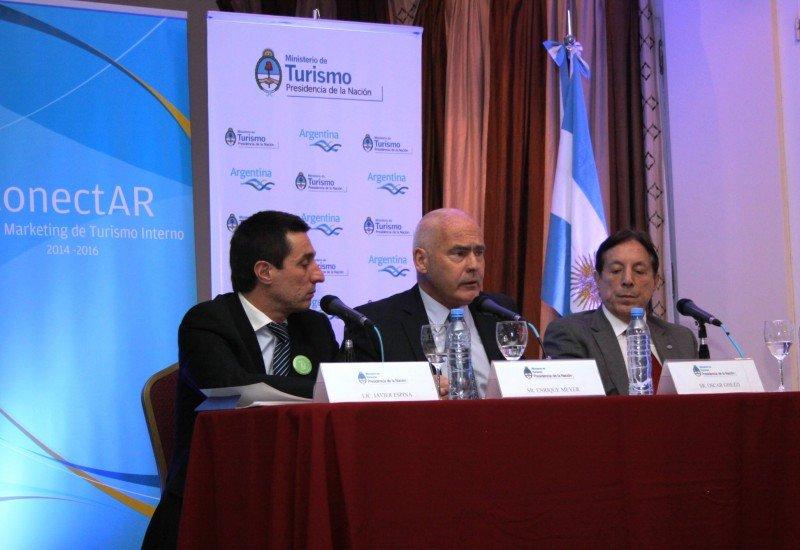 El nuevo Plan conectAR fue presentado por el Ministro Meyer, acompañado por Javier Espina (CFT) y Oscar Ghezzi (CAT).