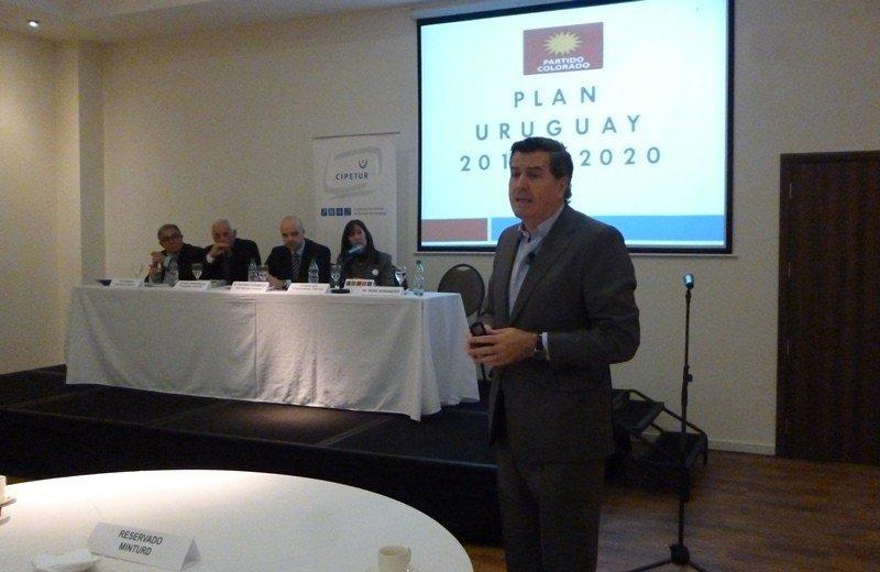 Candidato colorado Pedro Bordaberry en desayuno de turismo de Cipetur.