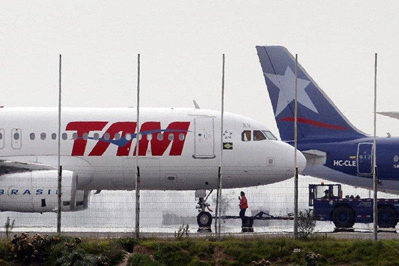 LATAM reduce sus pérdidas un 65% en el primer semestre